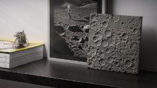 DeskSpace udělali z otisku povrchu Měsíce dekorativní objekt