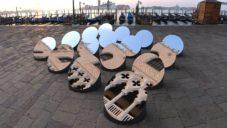 Arnaud Lapierre umístil do centra Benátek celkem 16 motorizovaných zrcadel