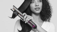 Dyson Corrale je bezdrátová žehlička na vlasy s magnetickým dobíjením