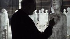 Argentinský umělec vytvořil instalaci Ataraxia ze stovky svítících soch