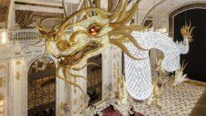 Dvojice křišťálových draků od Lasvitu je největším lustrem na světě