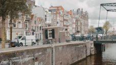 Sweets Hotel udělal hotelové pokoje z 28 domků na amsterdamských mostech