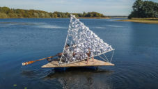 Tetra je ekologické relaxační plavidlo na pomezí loďky a mola