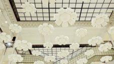 Nendo vytvořilo v Le Bon Marché instalaci ze 120 kapek měnících se na květiny