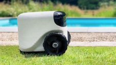 Toadi je roztomilý robot s umělou inteligencí udržující trávník posekaný