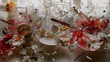 Londýnské studio rozbilo stovky věcí kvůli videoklipu ke skladbě Toccata od Bacha
