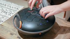 HapsBox je 160 hudební nástrojů v jednom zařízení s tvarem čočky