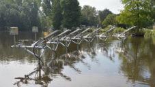 Nizozemec vytvořil v amsterdamském parku píšťaly poháněné sluncem a vodou