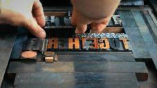 Filmaři natočili americké tiskárny používající starou techniku letterpress