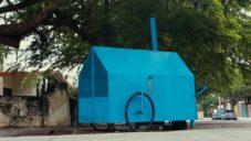 Habitáculos je pojízdný plechový domek pro lidi bez domova