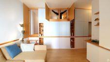 Letní italský byt má jen 35 metrů a dvě ložnice skryté ve skříních