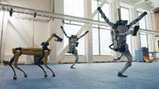 Boston Dynamics nechalo své čtyři roboty tančit na píseň Do You Love Me?