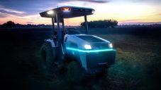 Elektrický traktor Monarch umí pole zorat sám bez řidiče