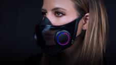 Razer ukázal roušku Hazel s ventilátory a reproduktory přenášejícími řeč