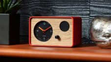 Budík s retro designem OneClock umí probudit jemnou ambientní hudbou