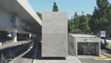 V Tokiu postavili monolitické betonové toalety s interiérem ze dřeva