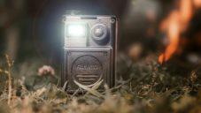 Filmatic je malý a odolný cestovní projektor se svítilnou a reproduktorem