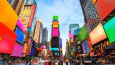 Cosimo Scotucci promění reklamní obrazovky na Times Square na Spectrum