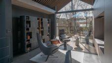 Japonský dům Grace má sedlovou střechu a minimalistický interiér