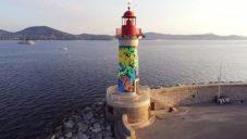 Miguel Chevalier ozdobil maják v Saint-Tropez abstraktní malbou korálů