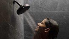 Nebia vyvinula inovativní sprchovou hlavici šetřící 50 procent vody