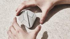 Tetra Puzzle je trojrozměrná ocelová skládačka s tvarem pyramidy