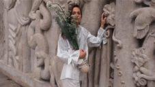 Nymph je nositelná váza z Bratislavy pro přenášení utržených lučních květin