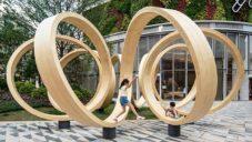 Paul Cocksedge vytvořil obří lavičku zatočenou do nekonečné spirály