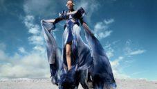 Iris van Herpen navrhla módní kolekci Earthrise z plastu vyloveného z moře