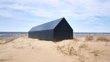 Lotyšské designérky navrhly minimalistickou černou rakev pro architekty