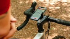 Loop Mount Twist je propracovaný otočný držák mobilu na jízdní kolo