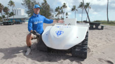 BeBot je solárně poháněný robot čistící pláže nejen od plastů