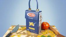 Nikolas Bentel navrhl kabelku Pasta Bag z krabice od těstovin
