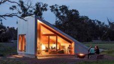 Gawthorne's Hut je osamělý domek s originálním designem usazený na australské farmě