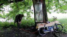 Slootmotor je motorka na vlastnoručně získané palivo v přírodě