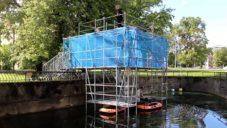 Dočasný estonský Pool Club nabídl na neobvyklém místě projížďku na člunech
