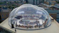 Smiljan Radic navrhl z bublin dóm pro přehlídku jarní kolekce Alexander McQueen