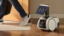 Amazon Astro je domácí robot s displejem místo hlavy a výsuvnou kamerou