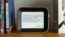 Author Clock jsou speciální hodiny ukazující čas pomocí úryvků textů z knih
